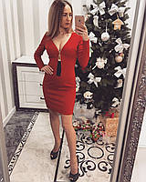 Женское платье с глубоким декольте, красного цвета