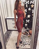 Трикотажное женское платье с вставками с сетки, красного цвета