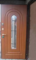 Входные двери с стеклопакетом и элементами ковки