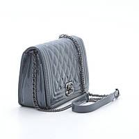 Женская маленькая стеганая сумка лаковая серая