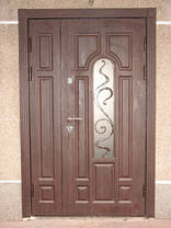 Двустворчатая входная парадная дверь с стеклопакетом и ковкой, фото 2