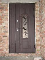 Двустворчатая входная парадная дверь с стеклопакетом и ковкой, фото 3