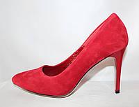 Модельные красные женские замшевые туфли на шпильки