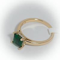 Кольцо золотистое с зеленым камнем