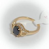 Кольцо золотистое с черным камнем