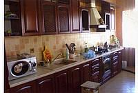 Кухни с фасадами из массива дерева и шпона