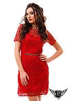 Платье приталенное средней длины сшитое, шитье в дырочку, платье шитье в кружочек в разных цветах, на подкладк