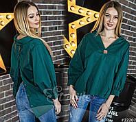 Очень крутая блузка с пуговичками на спине. Объемная блузка с V-образным вырезов и металлической эмблемой.
