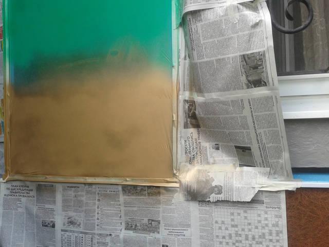 Для неё характерна невероятная пластичность, несвойственная никаким другим краскам. Этой краской можно покрасить практически всё - от бетона до необработанной древесины.