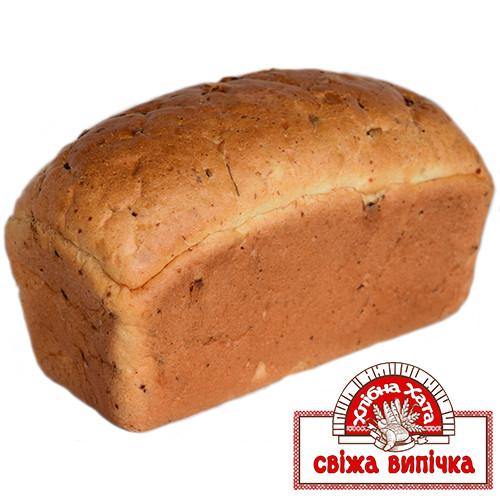 Хлебец с сыром и луком, и ветчиной