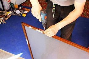 Подготовка дверной москитной сетки к монтажу. Установка петель.