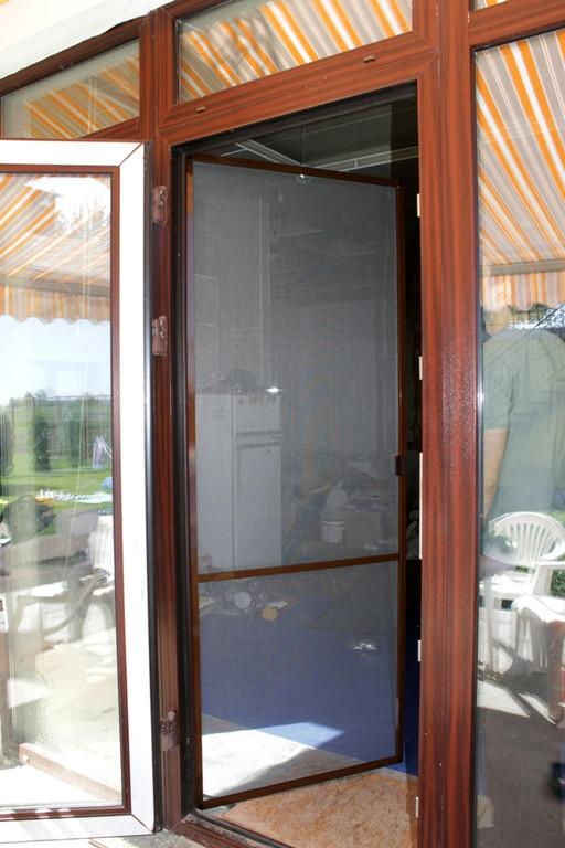 Москитная сетка дверь готова.