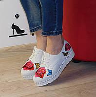 Туфли (тениски) женские белые с красными цветами