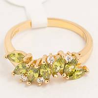 Кольцо золотистое с зелеными камнями