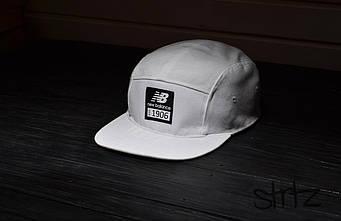 Пятипанельная кепка New Balance белая