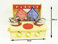 Кухня деревянная с посудой