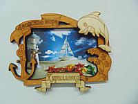Магнит в деревянной рамке с дельфином №31