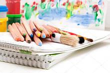 Мистецькі професійні кольорові олівці ( в наборах та поштучно )