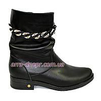 Женские кожаные зимние ботинки, на невысоком устойчивом каблуке, декорированные фурнитурой