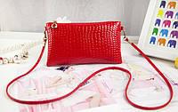Стильная маленькая женская сумка с длинной ручкой под кожу крокодила (красная)