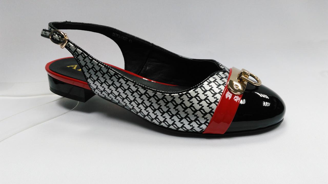 Босоножки на низком каблуке. Большие ( 41 - 43 ) размеры.