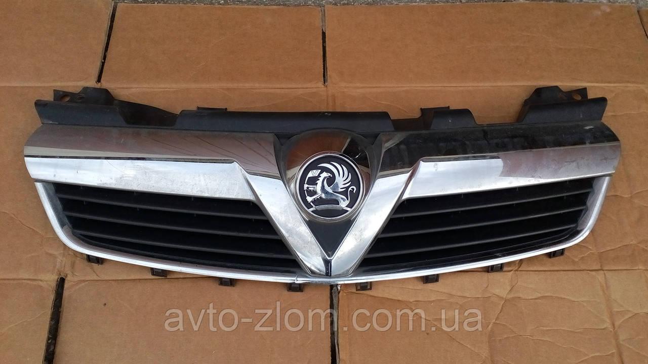 Решетка радиатора Opel Zafira B.