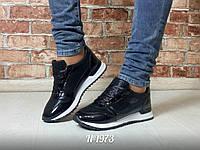 Черные лаковые кроссовки с блестками на белой подошве