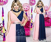 Элегантное вечернее платье выполнено из двух сочетаемых расцветок. Талию декорирует съемный атласный пояс.