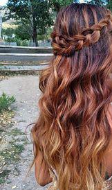 Продажа кучерявых волнистых волос для наращивания и на заколках.