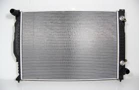 Радиатор охлаждения Audi A6 1997-2005 (2.5TDI механика) 630*450*26мм (круглые соты) KEMP
