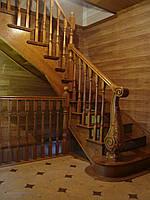 Деревяная лестница с резным столбом , фото 1