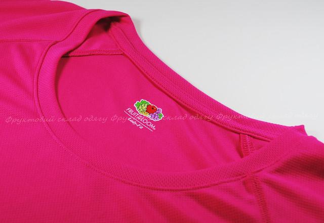 Малиновая женская спортивная футболка
