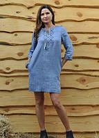 Стильное платье-вышиванка прямого кроя с рукавом 3/4 и карманами в боковых швах Модель П07/19-273