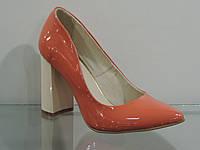 Туфли женские персиковые лаковые на каблуке