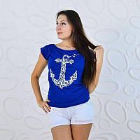 Удобная футболка с широкой горловиной в морском стиле
