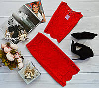 Стильный наряд: топ без рукавов + юбка с набивного гипюра красный