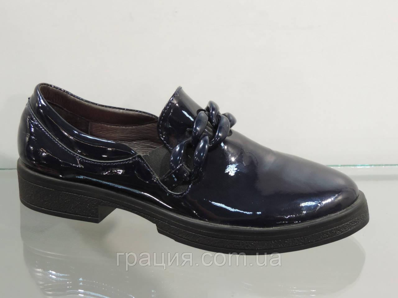 Стильні сині лакові туфлі