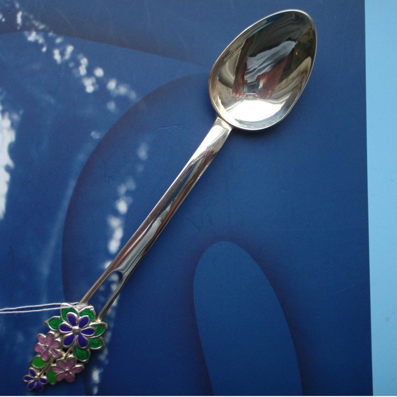 Серебряная подарочная чайная ложка с цветами