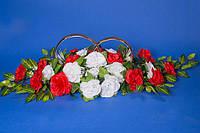 Свадебные украшения на машину Икебана кольца в розах красно-белые