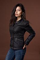 Черная женская куртка-демисезонка полу-приталенного силуэта