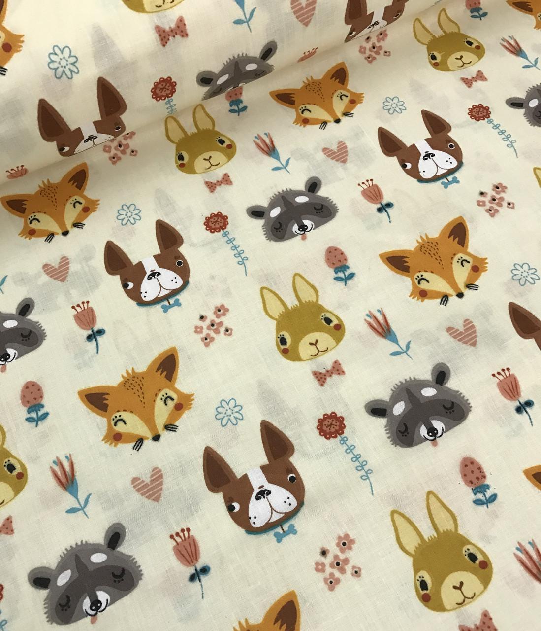 Хлопковая ткань польская зайцы, лисички, собачки на молочном