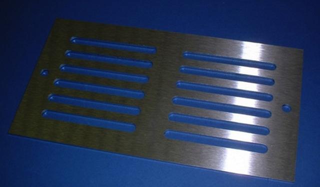 вентиляционные решетки из нержавеющей стали и алюминия