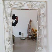 Кованое зеркало белое  среднее
