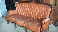 Шикарный трехместный кожаный диван. Мягкая мебель в стиле барокко.