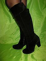 Зимние ботфорты из натуральной замши на небольшом каблуке.