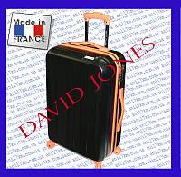 Большой пластиковый чемодан на четырёх колёсах фирмы David Jones