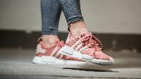 Женские кроссовки Adidas Originals NMD_R1