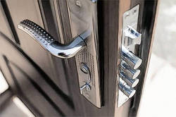Как заменить цилиндровый механизм на китайской входной двери?