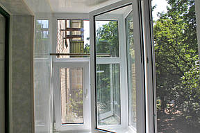 Внутренняя обшивка балкона в хрущевке пластиковой бесшовной вагонкой