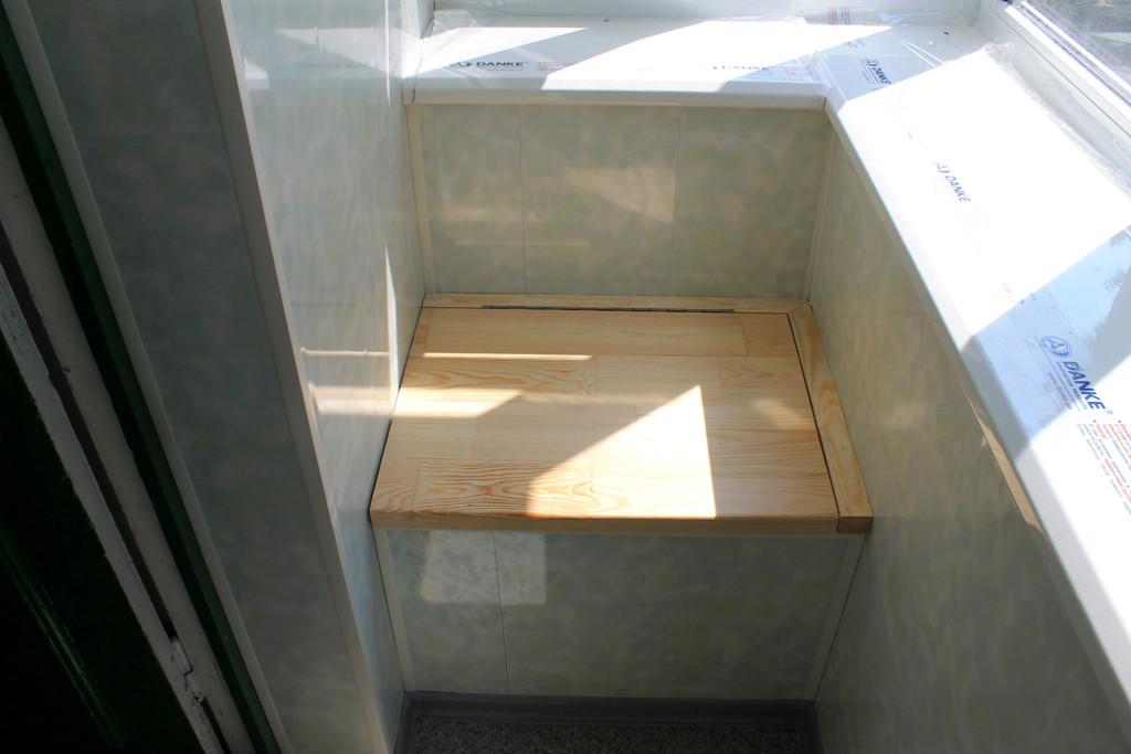 Встроенный ящик - сиденье.